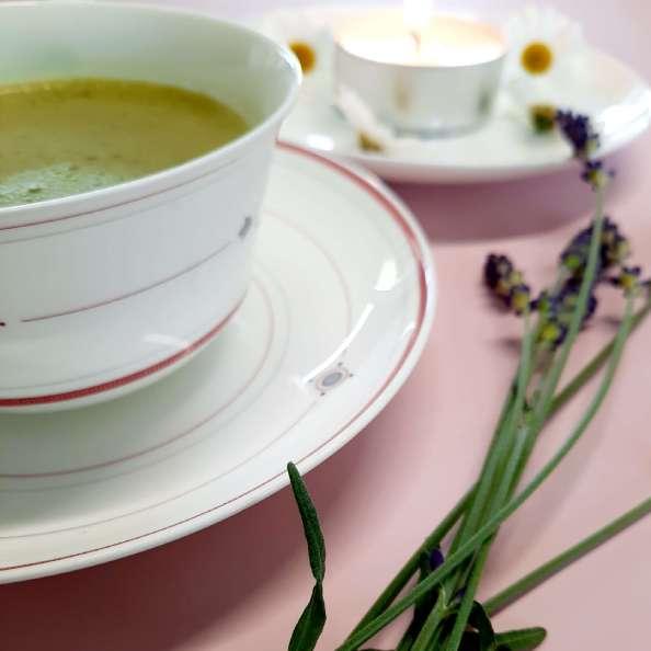 Matcha Tasse mit Lavendel